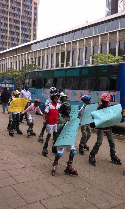 Image from twitter (@RobertAlai), skating kids urging people to donate blood